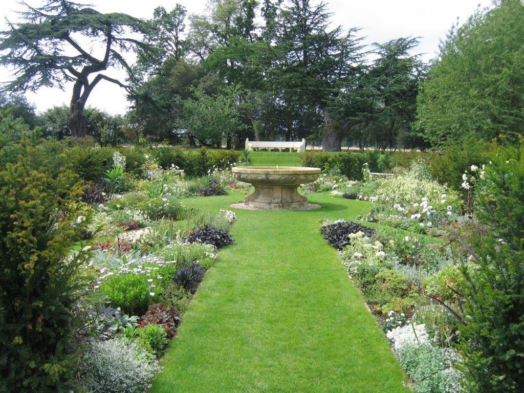 Grand Planting ideas in Hampshire U.K Philip Cole ...