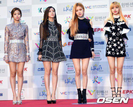 170119 Blackpink 2017 Seoul Music Awards Red Carpet Jennie Jisoo Lisa Rose Model Pakaian Black Pink Gambar