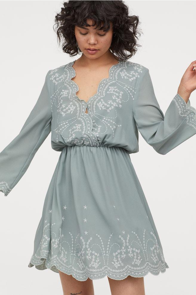 Kleid mit Stickereien | Kurze kleider, Kleider h&m und ...