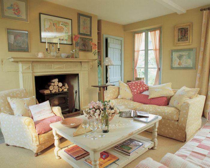 möbel landhausstil wohnzimmer einrichten kamin dekokissen blumen - wohnzimmer im landhausstil