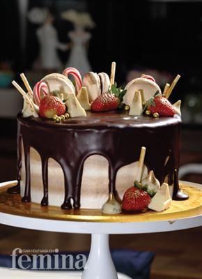 White Chocolate And Dark Chocolate Bund Cake Chocolate Ganache Kue Dark Chocolate