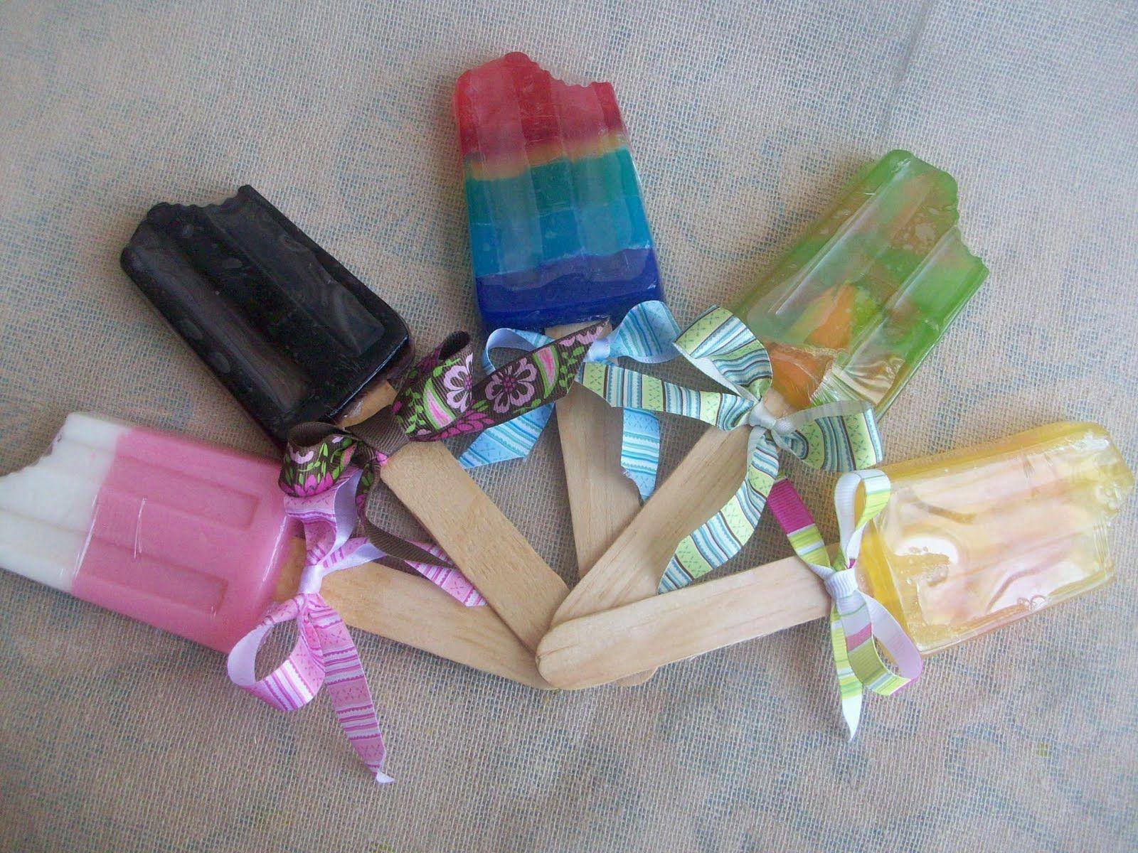 Como hacer jabones para baby shower con formas de helado - Hacer jabones de glicerina decorativos ...