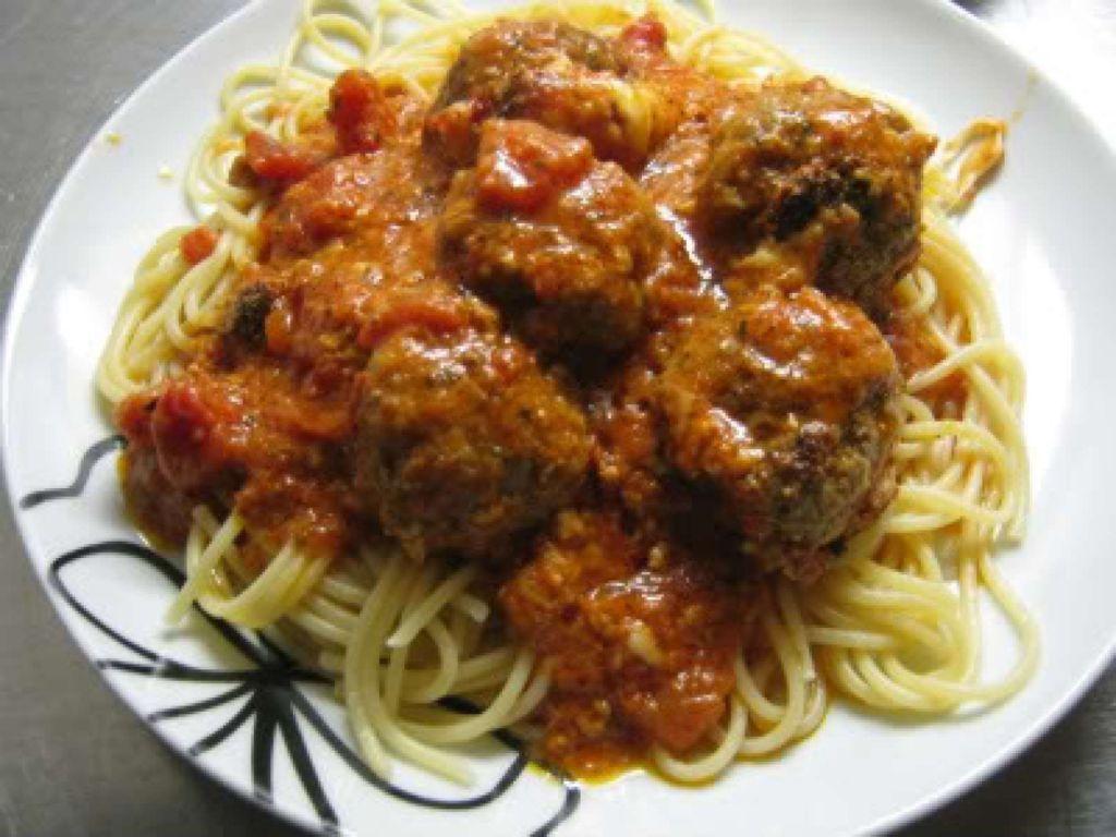 Jamie Oliverin parmesan-mozzarella lihapullat