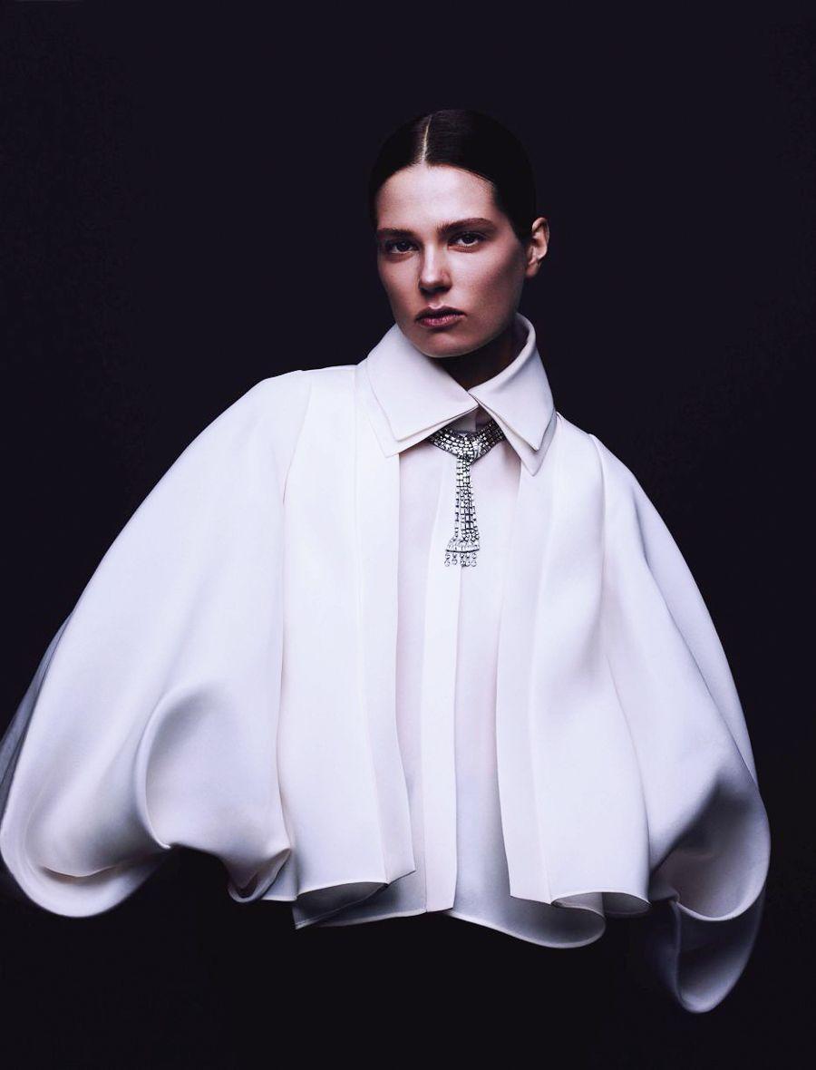 Vogue Germany May 2016 Caroline Brasch Nielsen by Ben Hassett #editorials #style #editoriasdemoda
