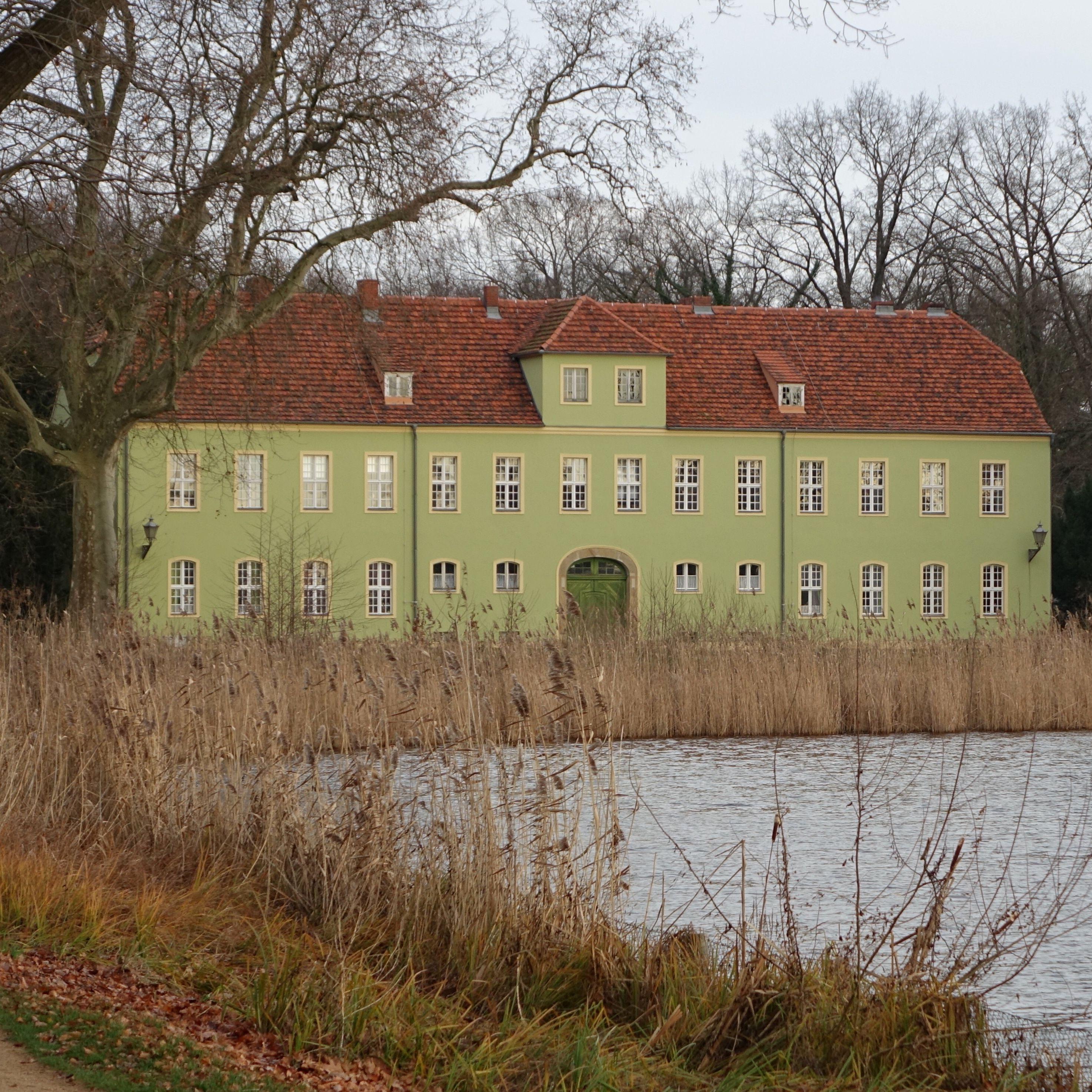Potsdam Deutschland Neuer Garten Grunes Haus Potsdam Haus Garten