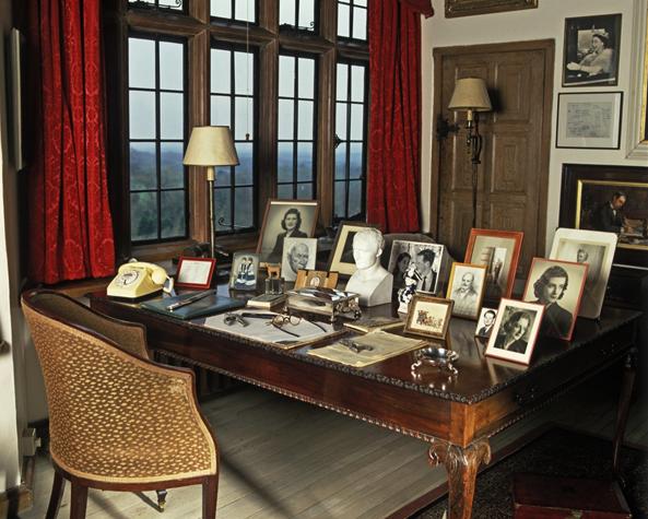 Winston Churchill S Desk Historical Memorabilia Pinterest
