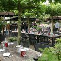 Breukelen, Restaurant Slangevegt, met terras aan de Vecht