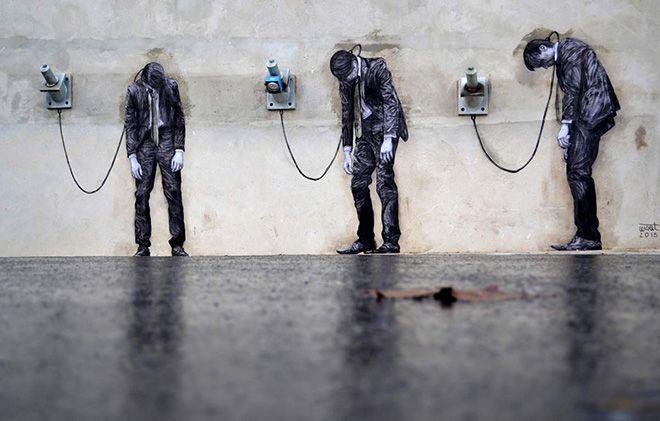Levalet - street art. Lo street artist francese propone i suoi nuovi lavori per le strade di Parigi, la sua arte si muove tra una dura denuncia sociale e una affilata ironia nei confronti del sistema.