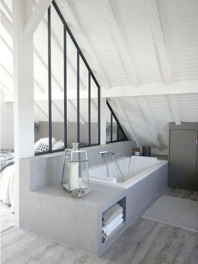 Du b ton dans la salle de bain baignoire b ton combles for Idee deco salle de bain sous pente