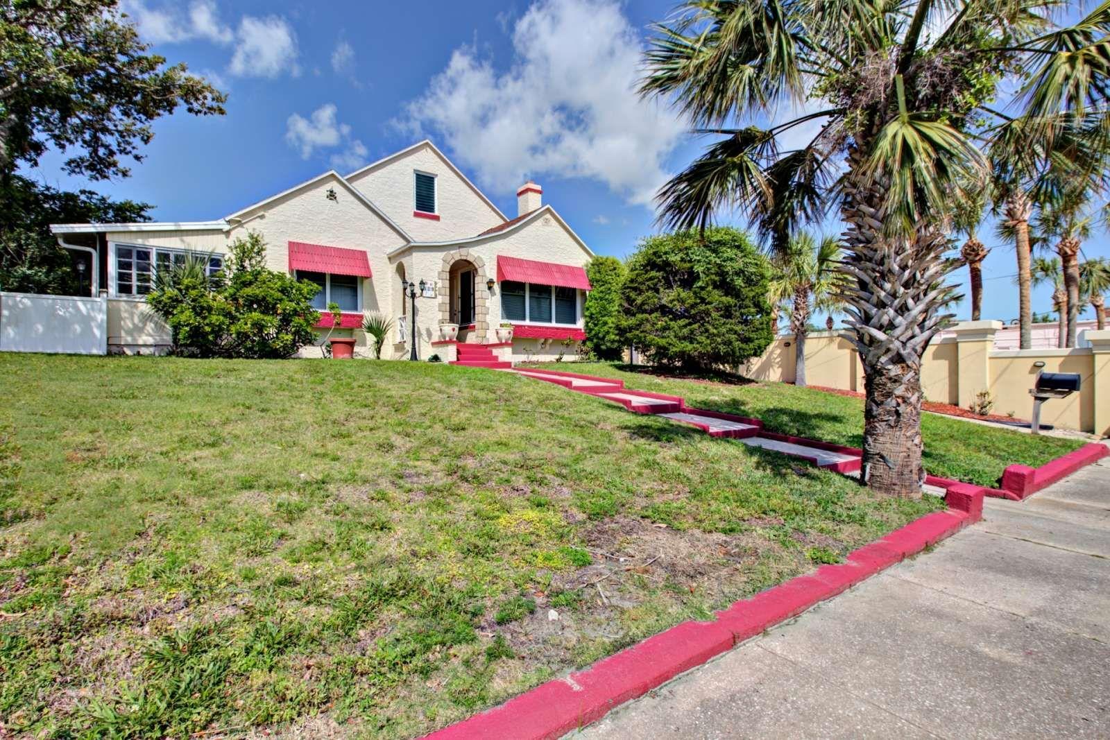 Daytona Beach Vacation Rental New Listing Charming 1920 S Home 5 Mins To Main St Vacation Home Rentals Pet Friendly Vacation Rentals Beach Vacation Rentals