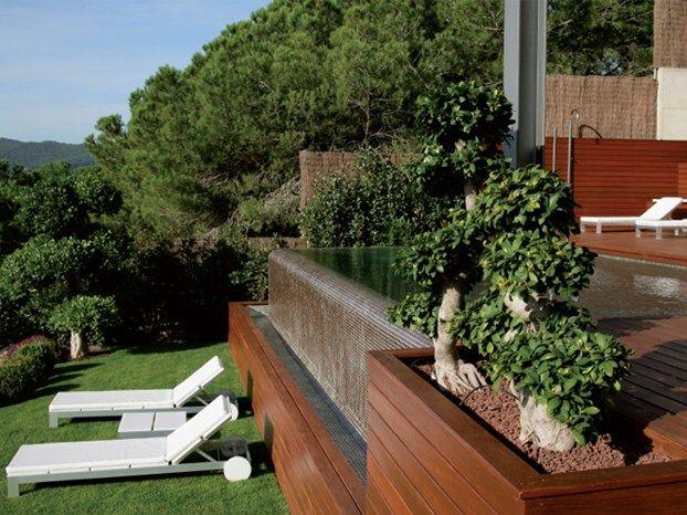 Un terreno irregolare ad andamento scosceso offre lo - Giardini case moderne ...