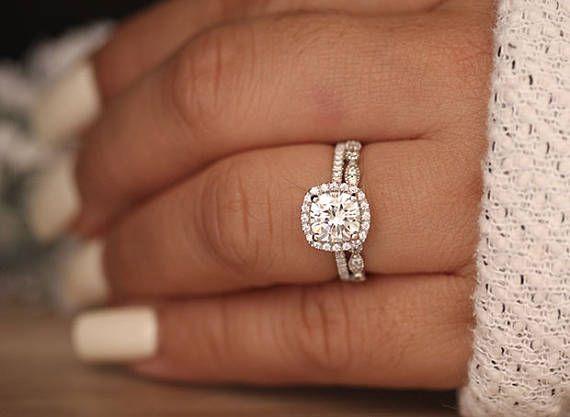 Photo of Anillo de compromiso Moissanite de 1.20 quilates, cojín de 7 mm Moissanite de oro blanco de 14 k y anillo de diamantes, diamante de media eternidad Milgrain, anillo de promesa
