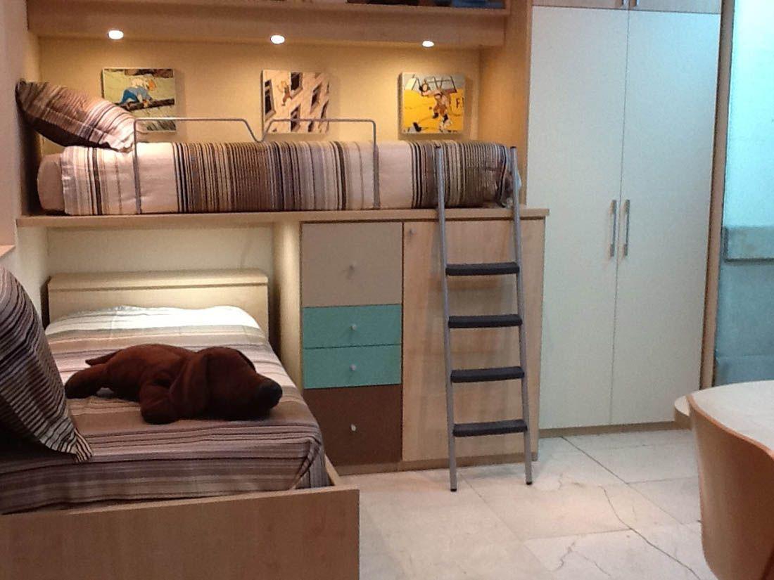 R219 juvenil compacto de dos camas con cajones y armario for Cama puente con escritorio