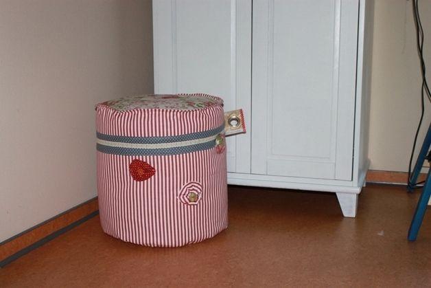 """Jedes Stück ein """"Unikat""""! Daher sind Farb- und Musterabweichungen gewollt. Dieses Sitzkissen passt hervorragend zu Romantikern.  Den Rand verzieren bunte Bänder und kleine aufgesetzte Rosen aus... 59,00"""