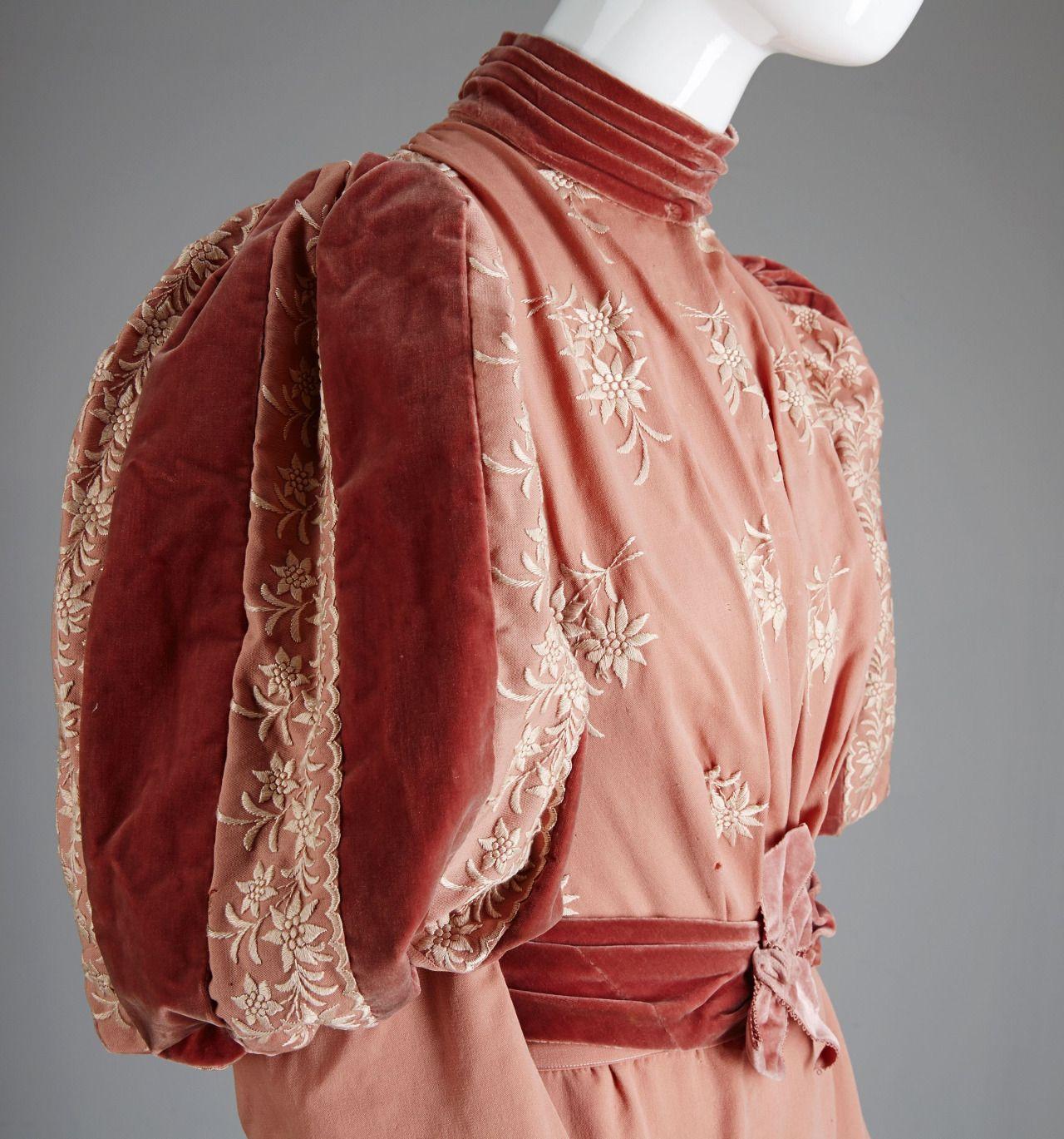 1890's dress 1