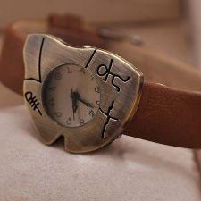Дамски часовник с руни