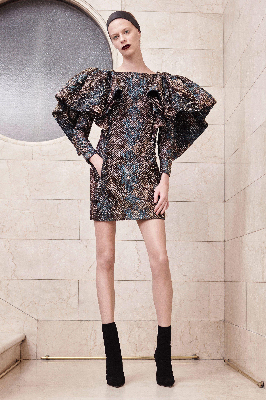 f540d94c840 Atelier Versace Fall 2017 Couture Collection Photos - Vogue rexfabrics   purveyoroffinefabrics  cometousforfashion