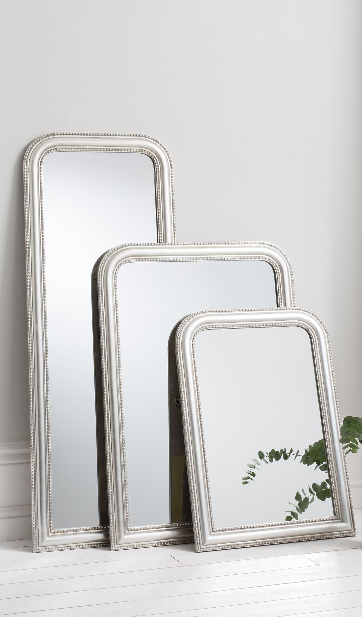 gro er spiegel aus holz mit silberem oder goldenem rahmen trend metall pinterest flure. Black Bedroom Furniture Sets. Home Design Ideas