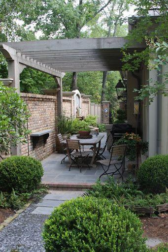 Planting A Basic Vegetable Garden Small Courtyard Gardens Small Backyard Landscaping Backyard