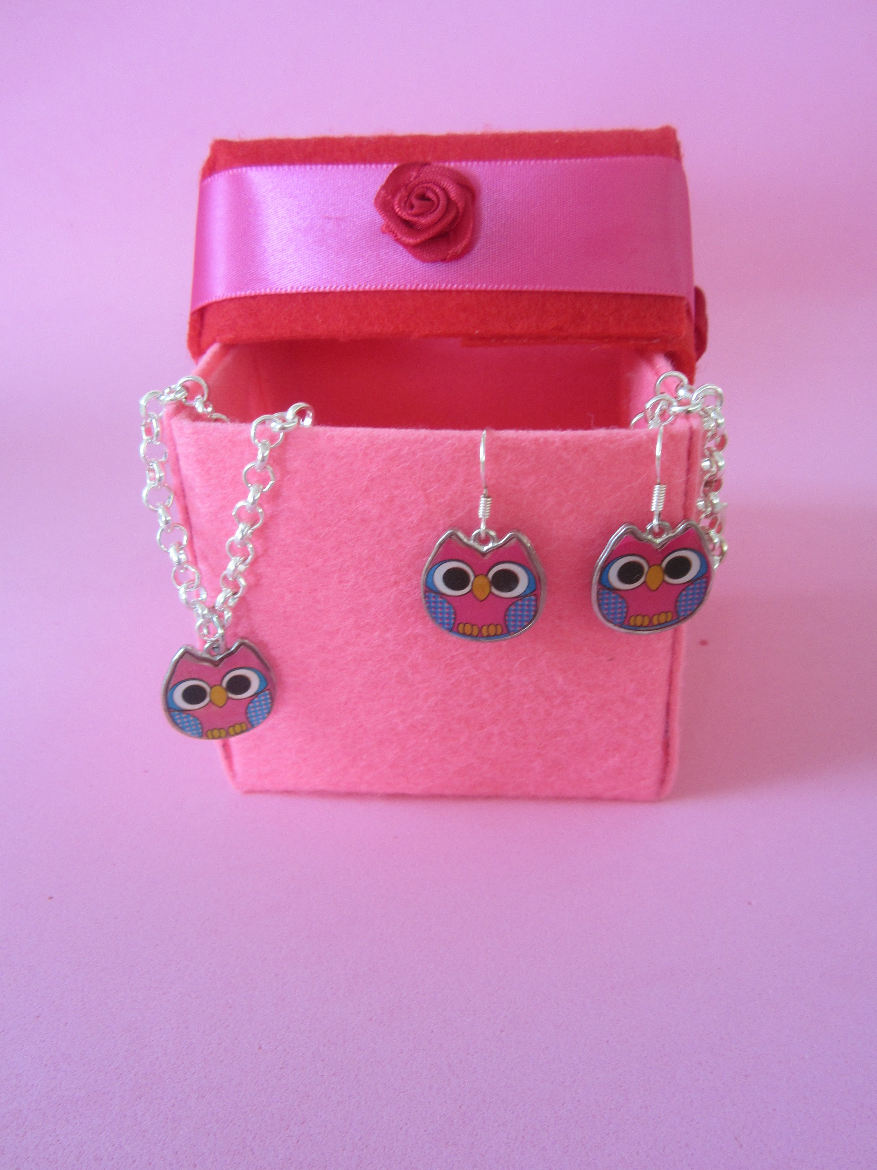 My first stiffened felt box with a cute set of jasseron necklace and earhooks Mr Owl blue.
