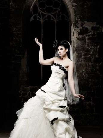 Lucardis Feist - Delia | black and white /red and white wedding ...