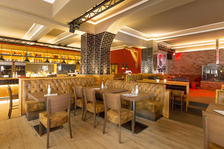 Jeder Gast Hat Seine Vorlieben Furs Sitzen Deshalb Ist Es Vorteilhaft Wenn Ein Restaurant Sitzlosungen Fur Jeden Ge Gastronomie Mobel Ladeneinrichtung Stuhle