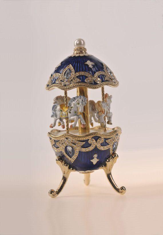 Niebieski Faberge Egg z koniem Karuzela przez Keren Kopal Handmade ozdobione kryształami Swarovski Pozłacane Enamel Malowane