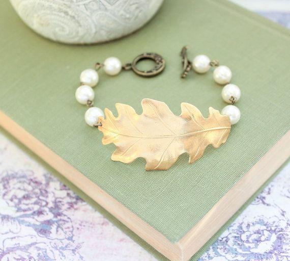Oak Leaf Bracelet, Cream Ivory Pearls with Gold Brass Leaves, Woodland Wedding Jewelry #apocketofposies