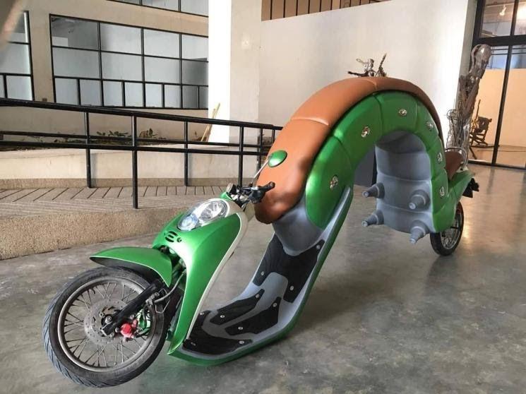 Gambar Modifikasi Sepeda Motor Scoopy Modifikasi Unik Dan Nyentrik Honda Scoopy Jadi Mirip Ulat Daun Download Modifikasi Honda S Sepeda Motor Motor Sepeda