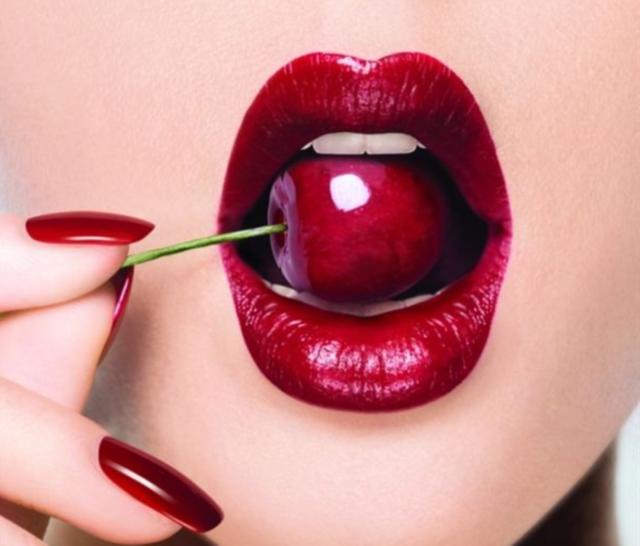 Der Teuerste Und Edelste Lippenstift Der Welt Von Guerlain Lippenstiftkunst Lippen Lippen Kunst