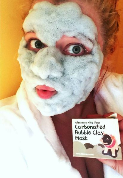 The Elizavecca Milky Piggy Carbonated Bubble Clay Mask works to clean pores and remove blackheads  alexismontagano