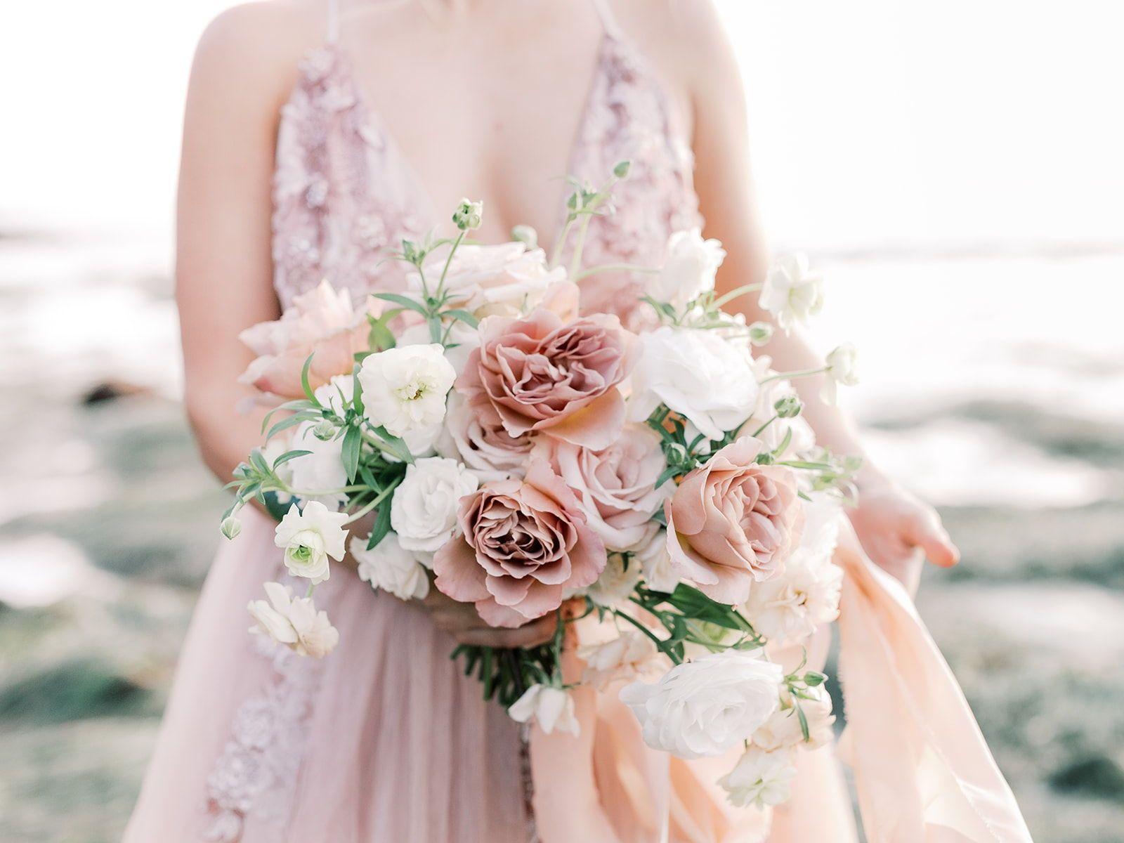 Romantic Organic Garden Style Bridal Bouquet In 2020 Wedding Dress Champagne Blush Wedding Flowers Wedding Highlights