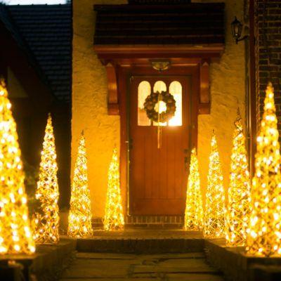 Illuminated Vine Obelisk - just lovely #affiliate Christmas Time