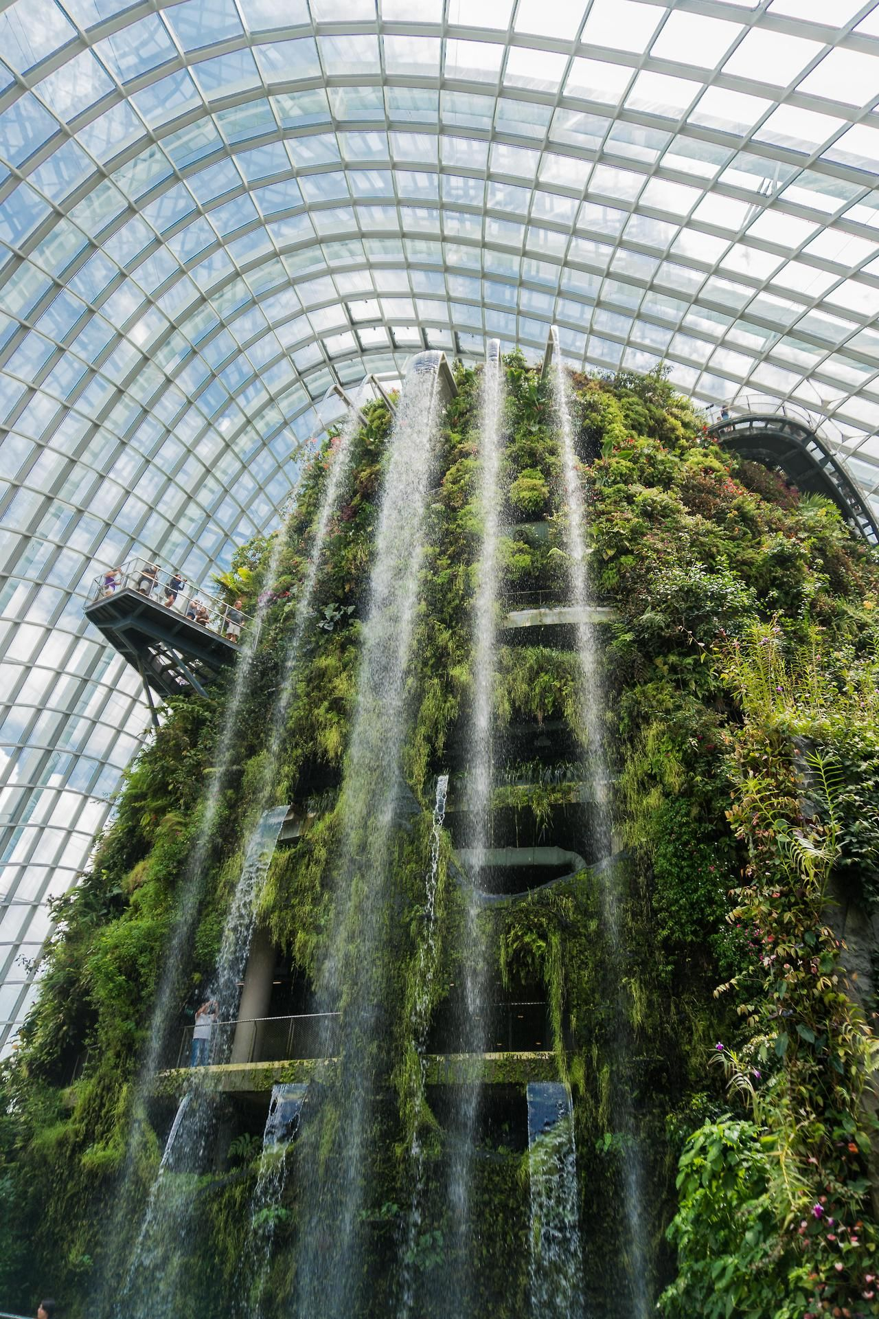 Unboxingearth The World S Largest Indoor Waterfall Cloud