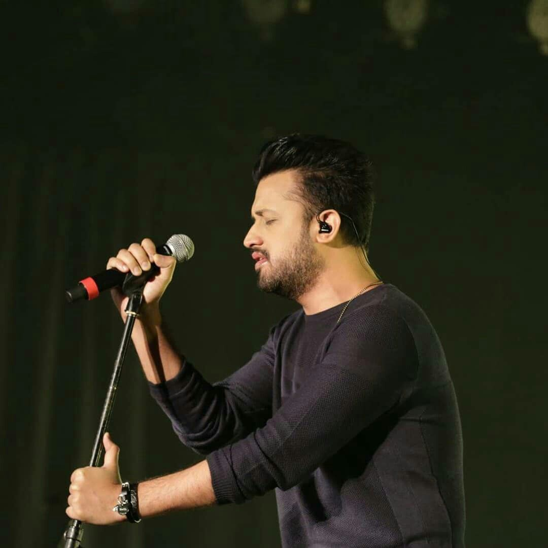 NEW HD Pictures of atifaslam live on Stage in Centre