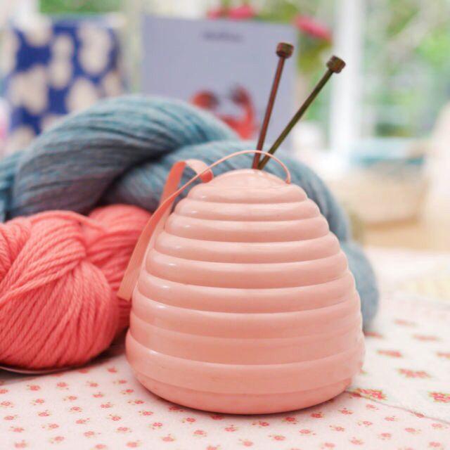 Beehive Knitting Wool Holder : Vintage bakelite beehive wool holder hook needles