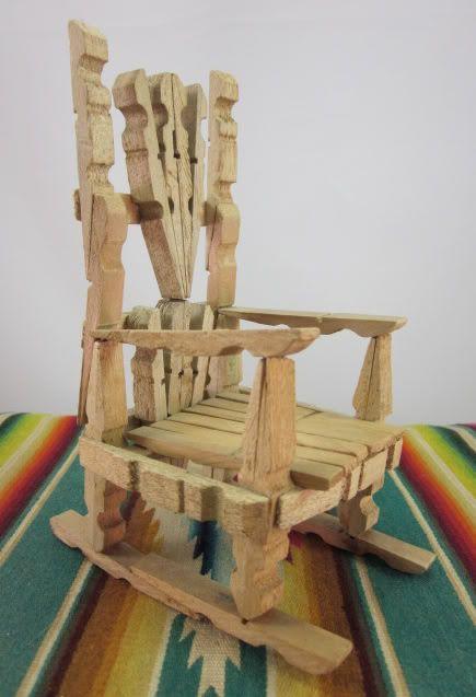Vintage Rustic Primitive Folk Art Clothespin Doll Rocking Chair Hand Made Cool Avec Images Pince A Linge Mobilier De Salon Creations