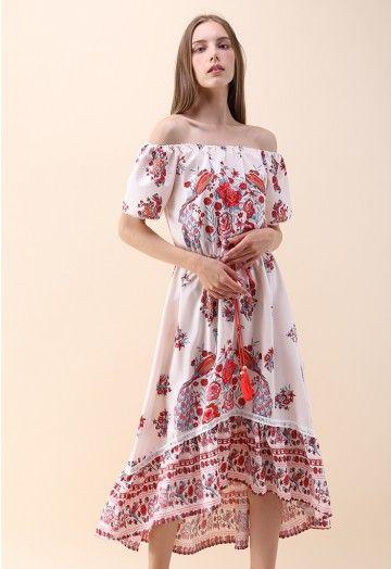 Schulterfreies Chiffon-Kleid mit Blume und Pfau | Kleider ...