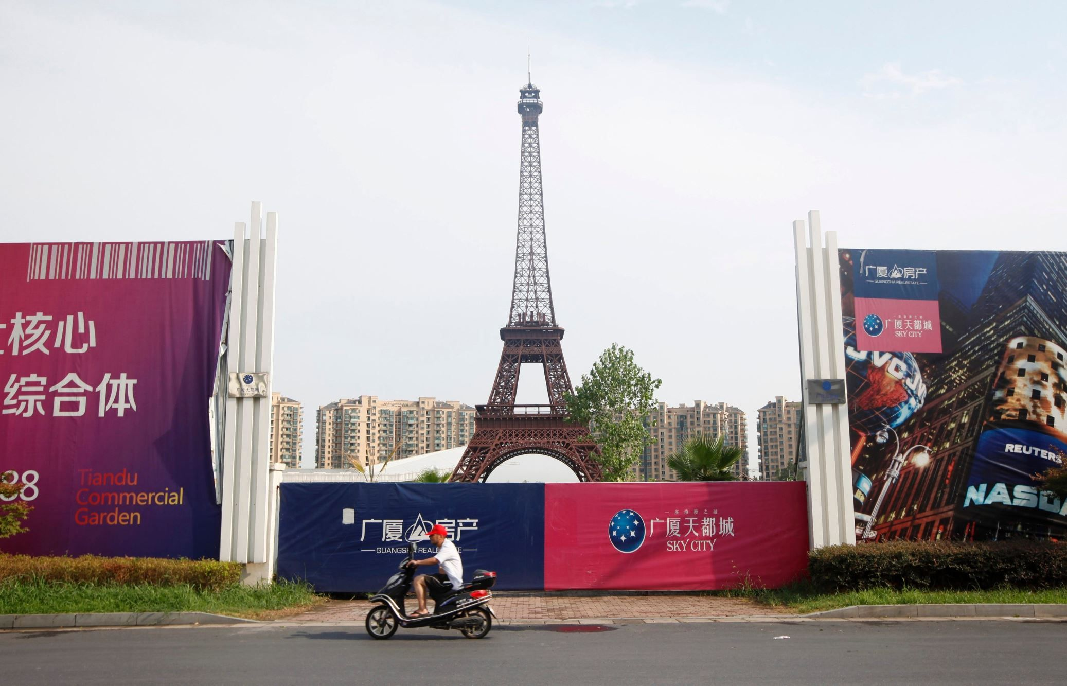 Best Geisterstadt Paris Images On Pinterest In China A Grand - Tianducheng a ghostly abandoned clone of paris in the middle of china