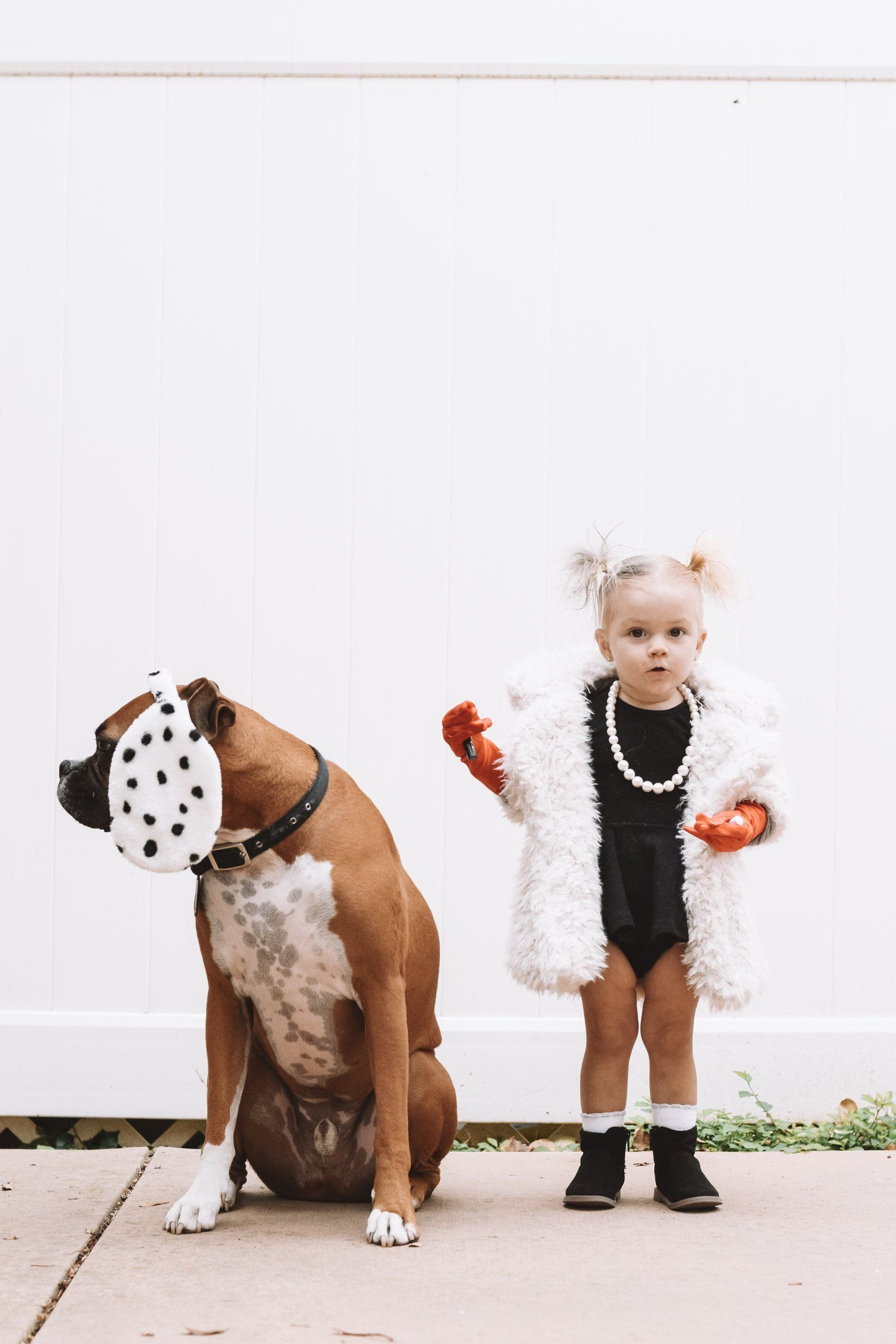 36 Kid Friendly Halloween Movies The Overwhelmed Mommy Family Halloween Costumes Kid Friendly Halloween Movies Baby Halloween Costumes