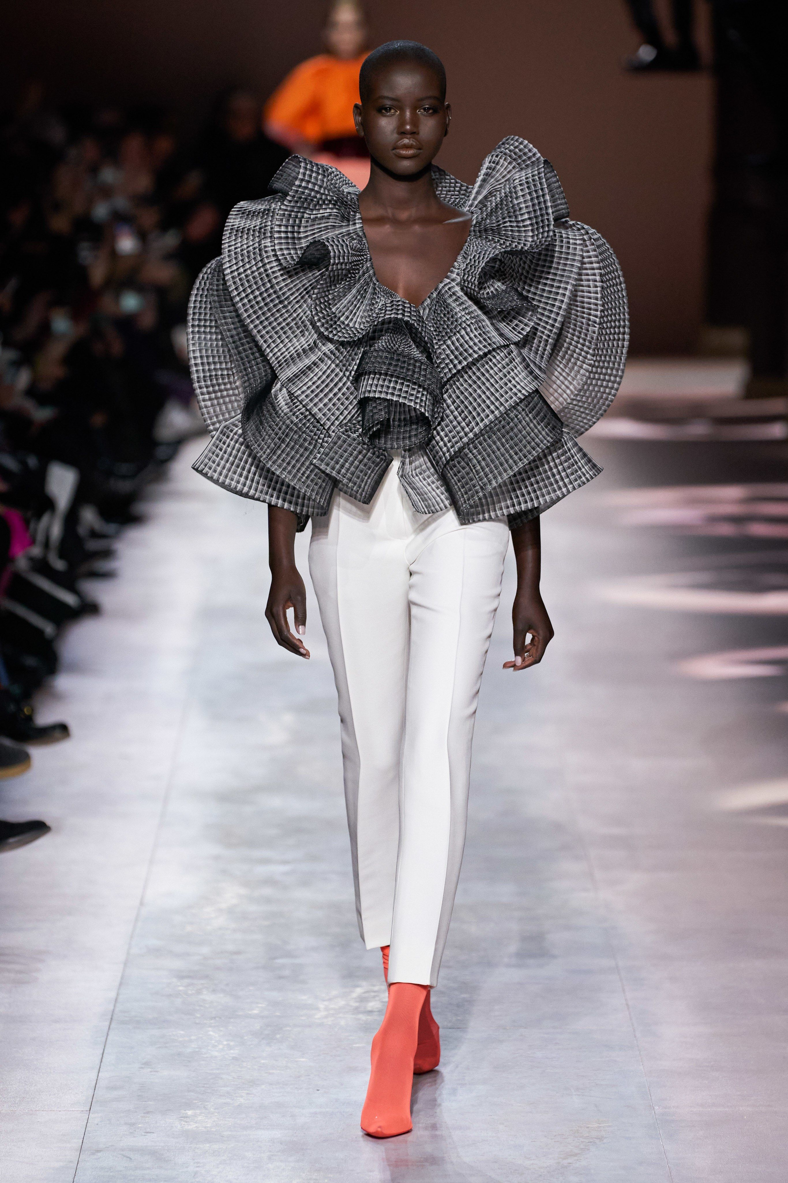 Givenchy Spring 20 Couture Fashion Show   Givenchy couture ...
