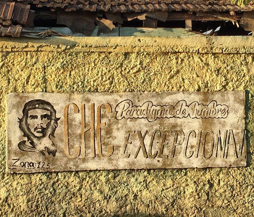 En Cuba, los carteles no venden productos, venden ideas.