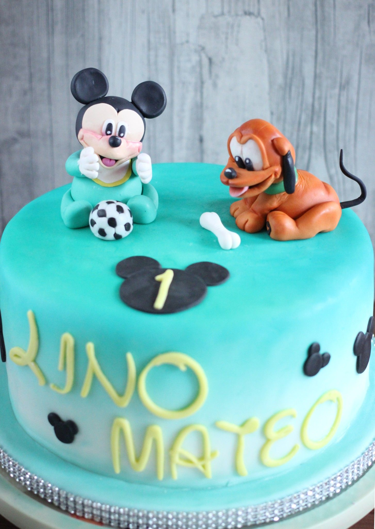 disney baby torte mickey und pluto zum 1 geburtstag disney babys torten pinterest. Black Bedroom Furniture Sets. Home Design Ideas