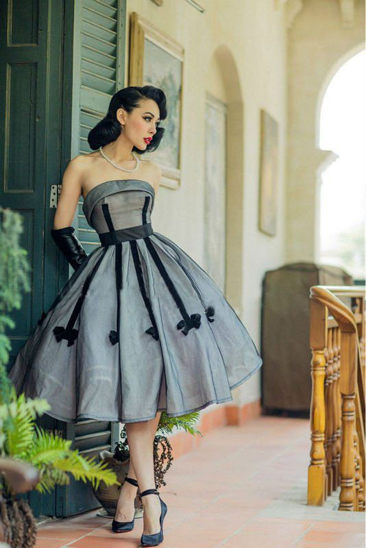 e846a5774e77f ... Knee-Length Silhouette: Ball Gown Neckline: Strapless Sleeve Length:  Sleeveless Decoration: Bow Pattern Type: Striped Sleeve Style: Off the  Shoulder