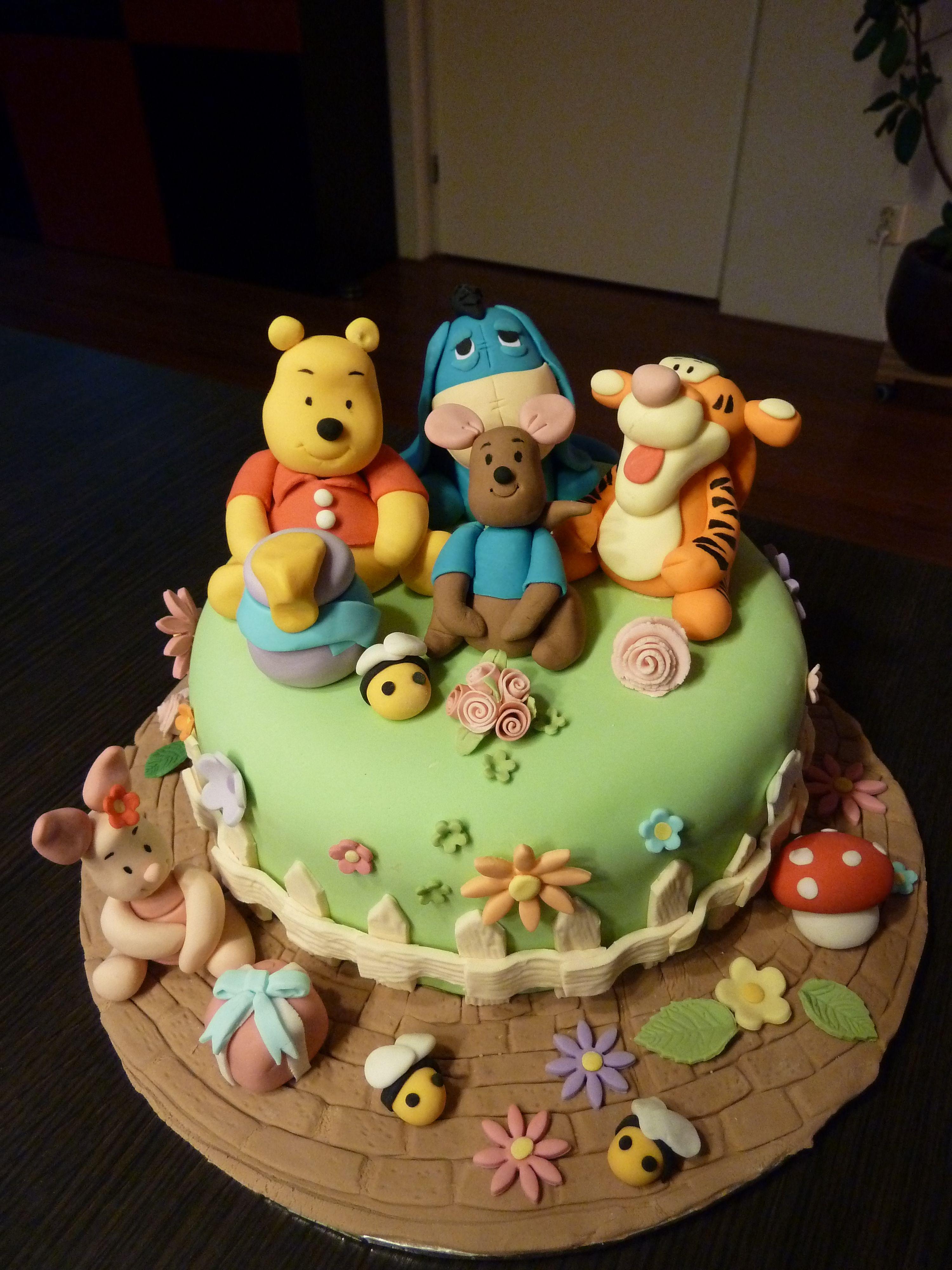 Winnie de pooh and friends cake friends cake baby