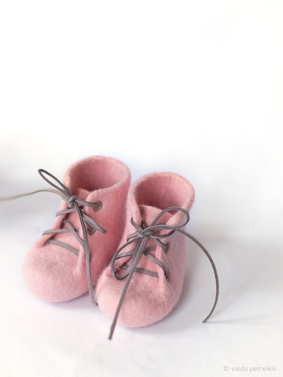f198d7b719f55 Baby girl shoes, Sweet pink crib booties, Laced up woolen boots ...