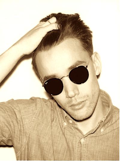 look vintage garanti avec ses lunettes