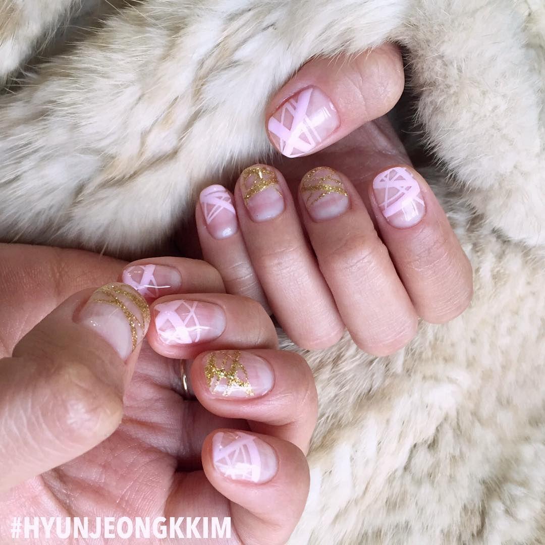 """""""핑크빛설렘 @sense_hong_ #구속네일 했다아 . . . #오늘의네일#핑크빛구속 쿠쿠쿠 #korea#busan#gel#nails#부산네일 #광안리네일#현정킴✌️#웨딩네일#weddingnails"""""""