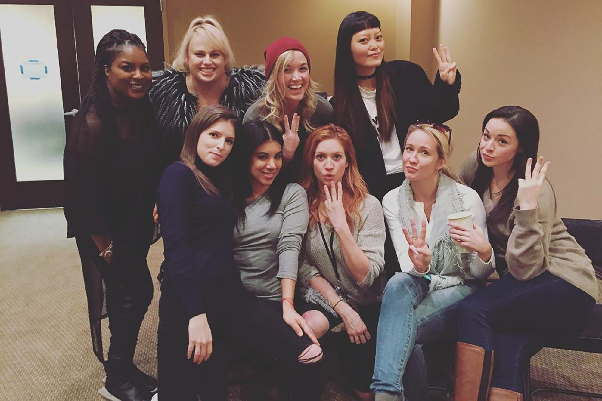 The Bellas Are Back See Pitch Perfect 3 Cast Photos Filmes