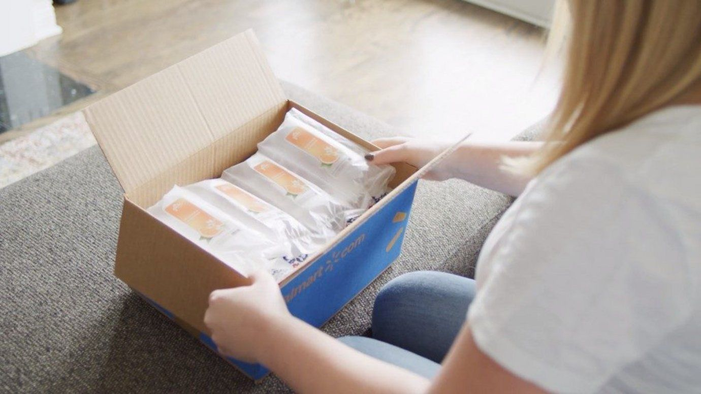 Glade fills packaging pillows with its scent in creative